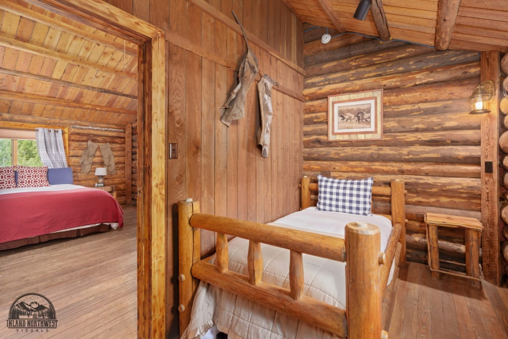 Appaloosa Cabin bedroom with twin bed.
